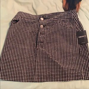 Houndstooth printed high waisted skirt